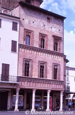 Casa del mercante a mantova for Piani di casa cottage gotico