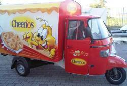 Cheerios Ape car in tour Mantova Outlet Fashion District