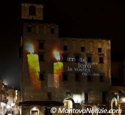 Mantova Palazzo del Podestà (da Piazza Erbe) - luminarie 2009