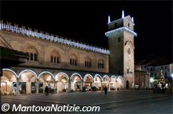 Mantova Piazza delle Erbe luminarie 2010