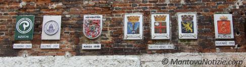 stemmi città gemellate con Mantova